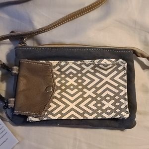 Myra cross body